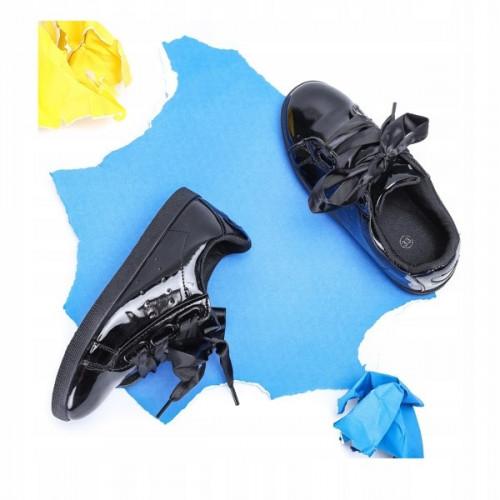 Lakādas kedas ar satīna lentām - melnas