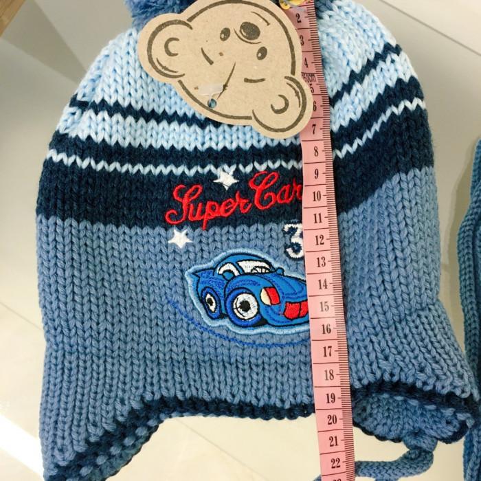 Cepure ar aplikāciju mašīnu un šalle (2-3 gadi)
