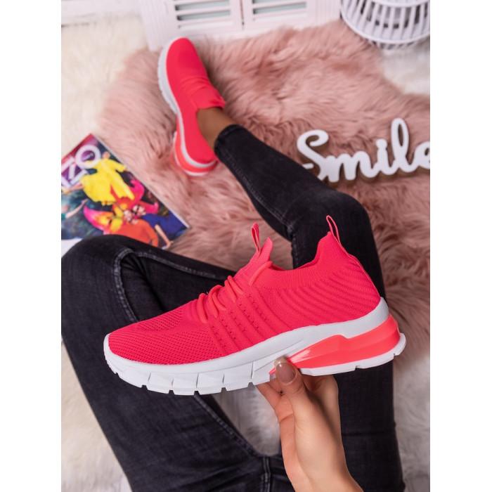 Neona krāsas sporta apavi