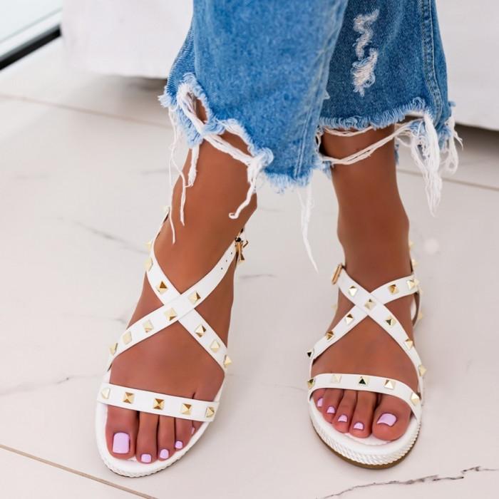 Baltas  sandales ar metāla elementiem