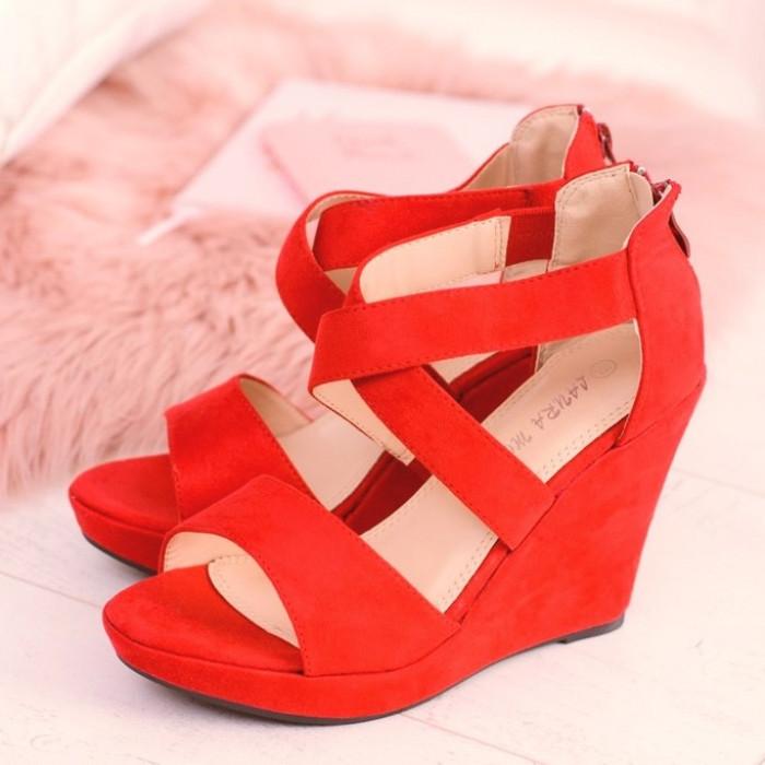 Koraļļu krāsas platformas sandales