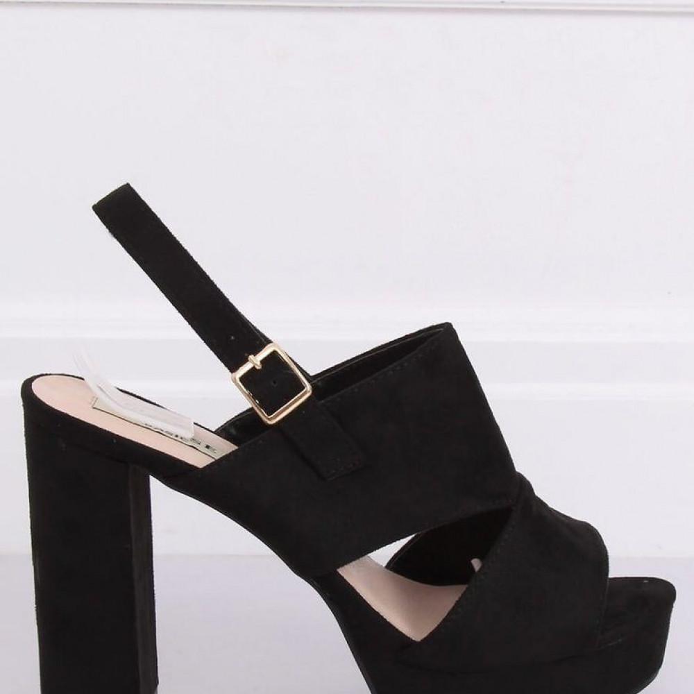 Augstpapēžu sandales