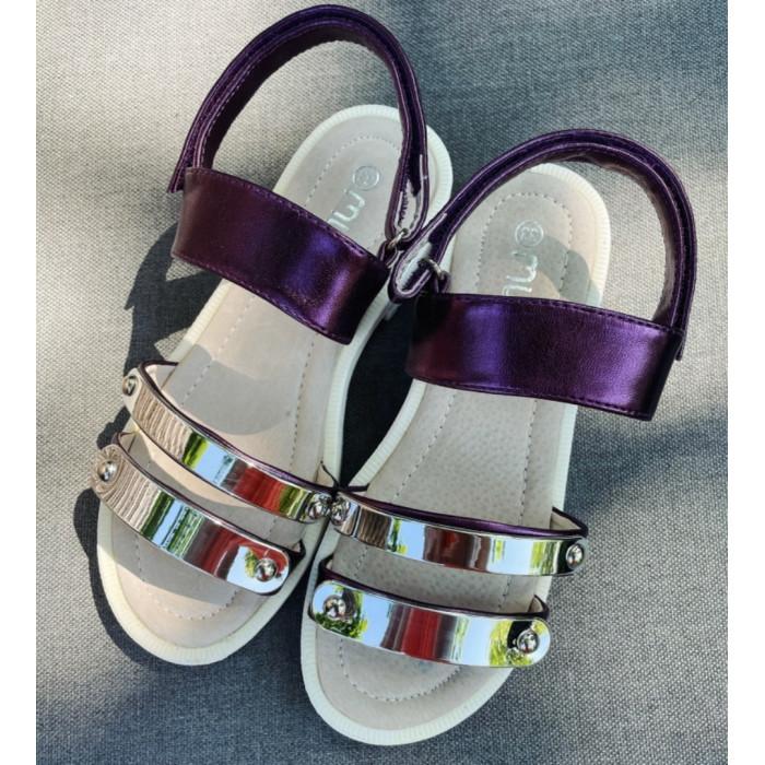 Bērnu sandales ar lipekļiem un dekoratīvu metāla plāksni