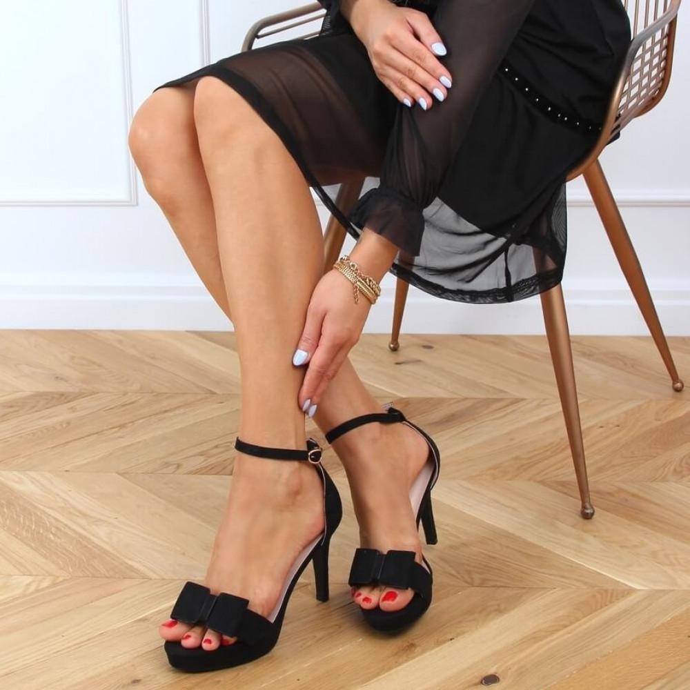 Augstpapēžu sandales ar banti